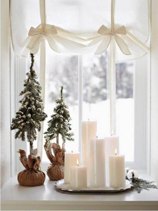 Újévi dekoráció az ablakpárkányon