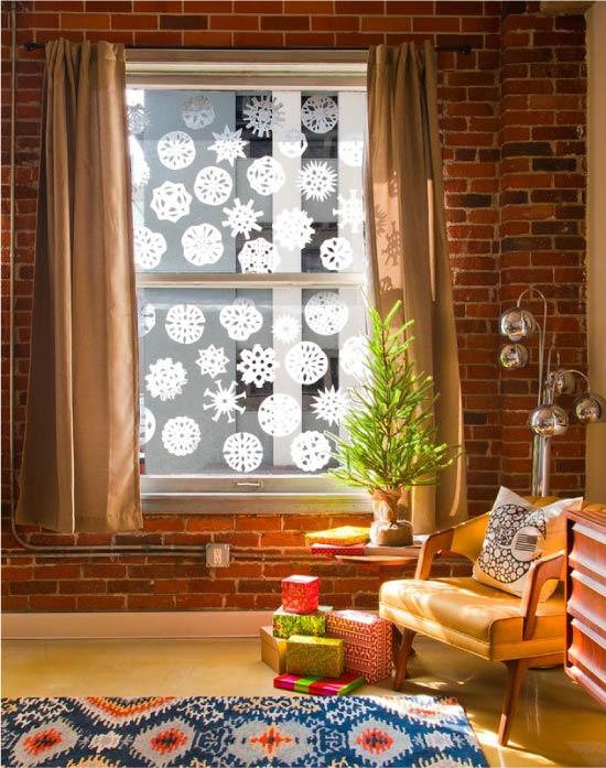 Hópelyhek-vytynanki az ablakon