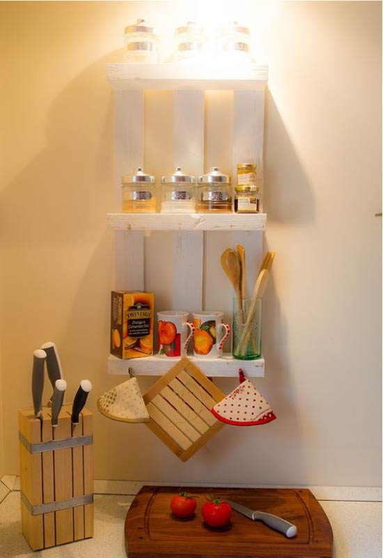 Rak untuk rempah dan peralatan dapur