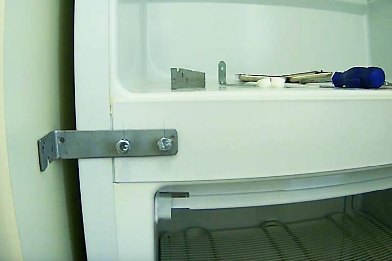 Racordul de colț de legătură și peretele frigiderului