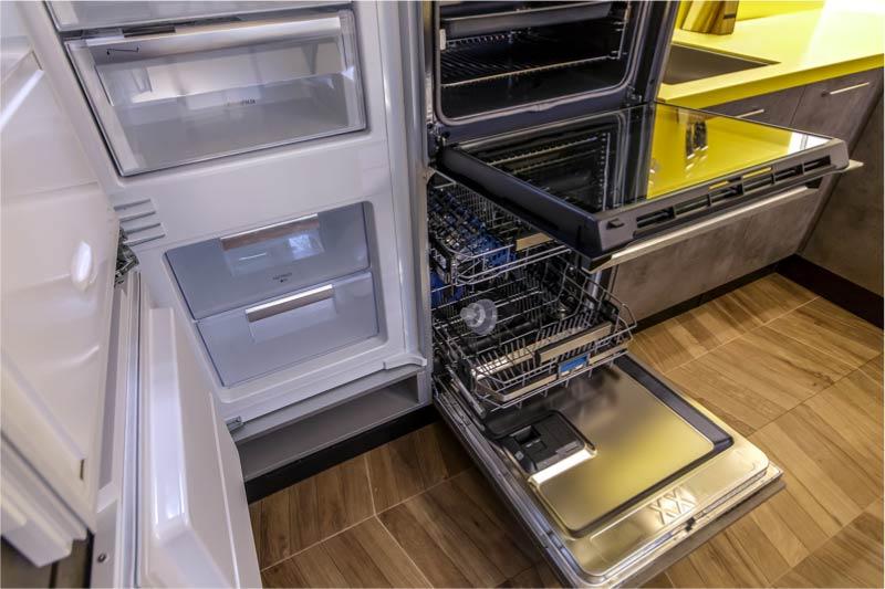 Laatikko sisäänrakennetun jääkaapin alle