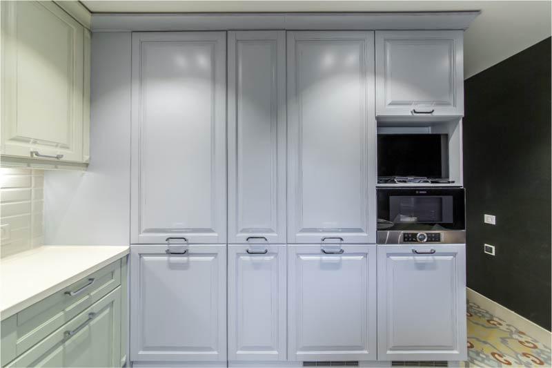 Suljettu sisäänrakennettu jääkaappi