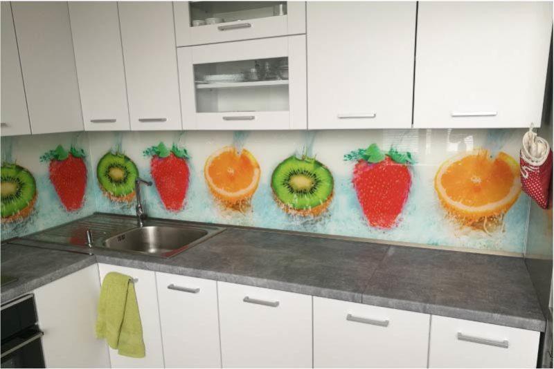 Uzorak plastične pregače u kuhinji