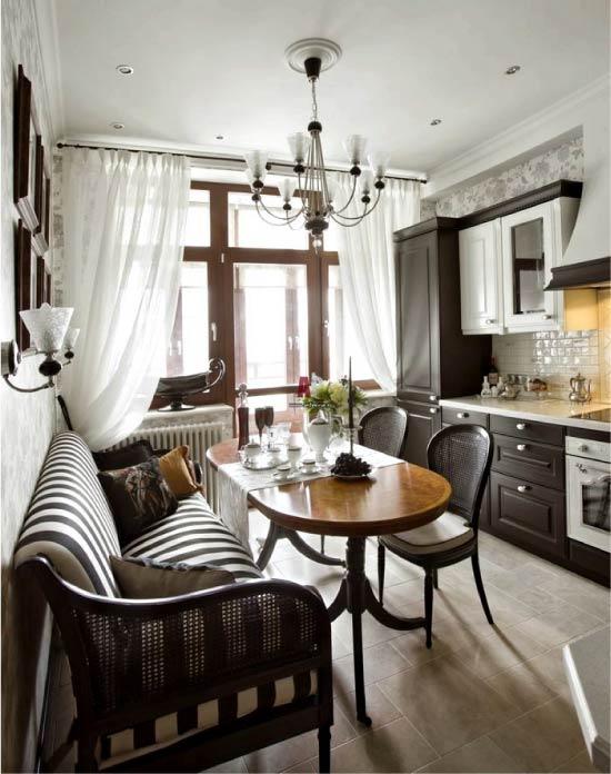 Cozinha marrom com papel de parede leve