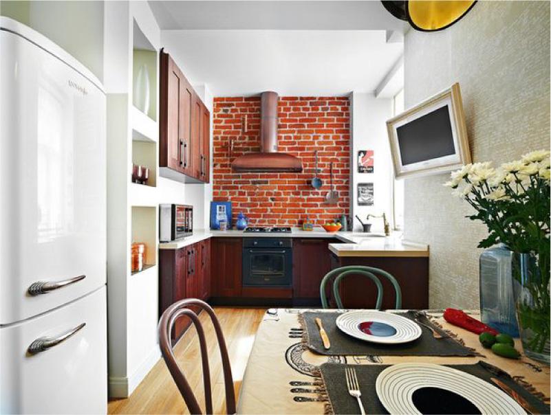 Cozinha vermelha com papel de parede bege