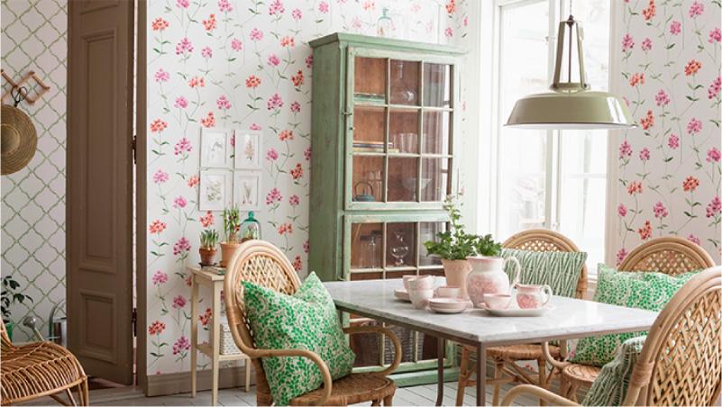 Papel de parede rosa e buffet verde