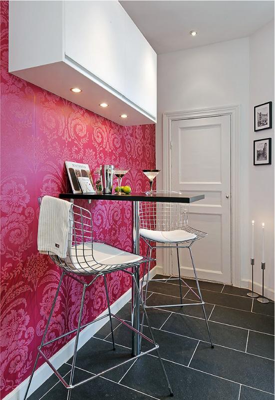 Papel de parede rosa na cozinha preto e branco