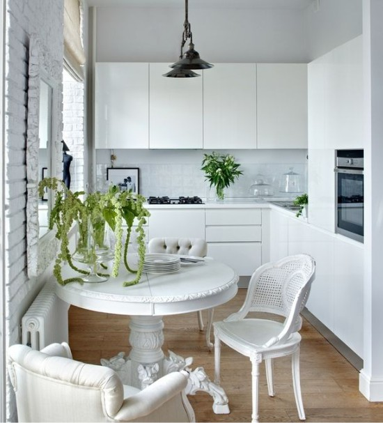 Бяла малка кухня в Сталинка