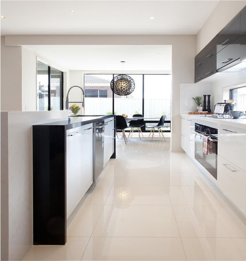 Черно-бяла лъскава кухня