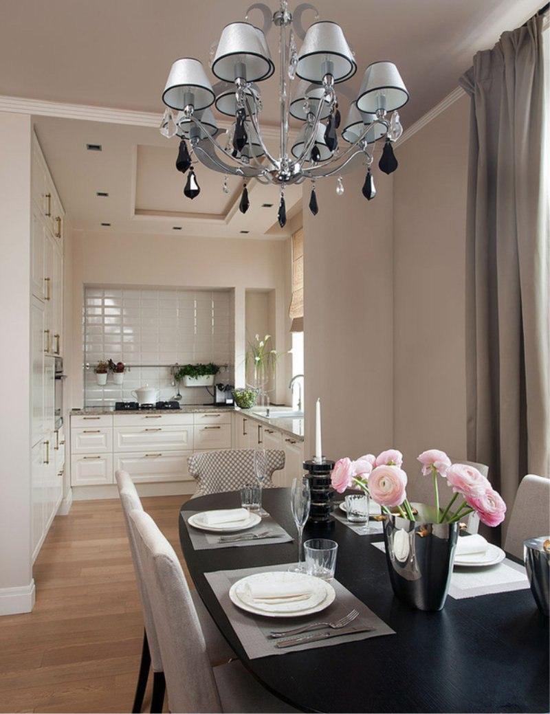 Virtuves komplekts, kas atbilst sienām