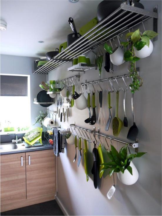 Railing oppbevaringssystem på kjøkkenet