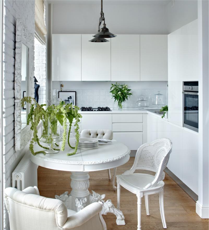 Nhà bếp bóng trắng không có tay cầm ở stalinka