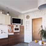 Κουζίνα με προσόψεις με ξύλινη πρόσοψη