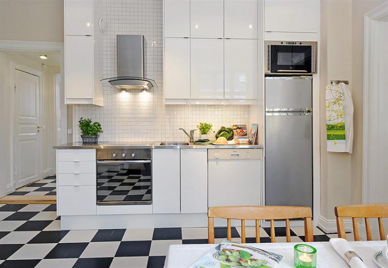 Microondas acima da geladeira