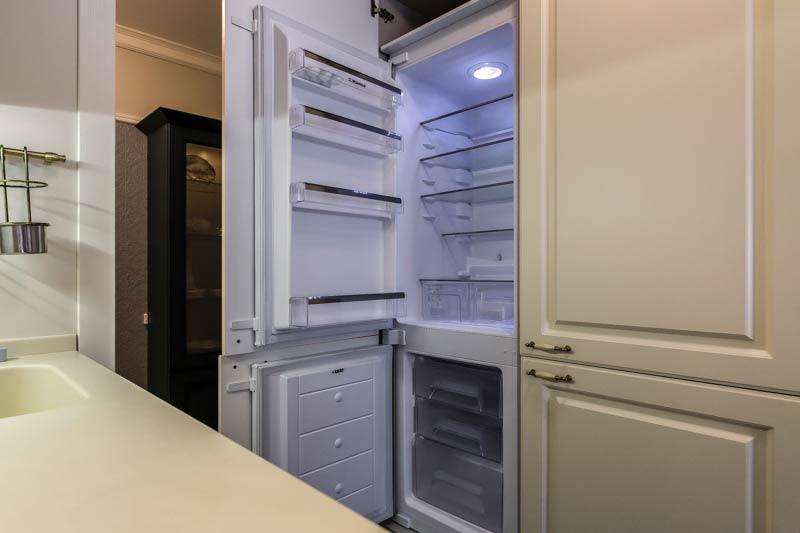 Geladeira ao lado de outra geladeira