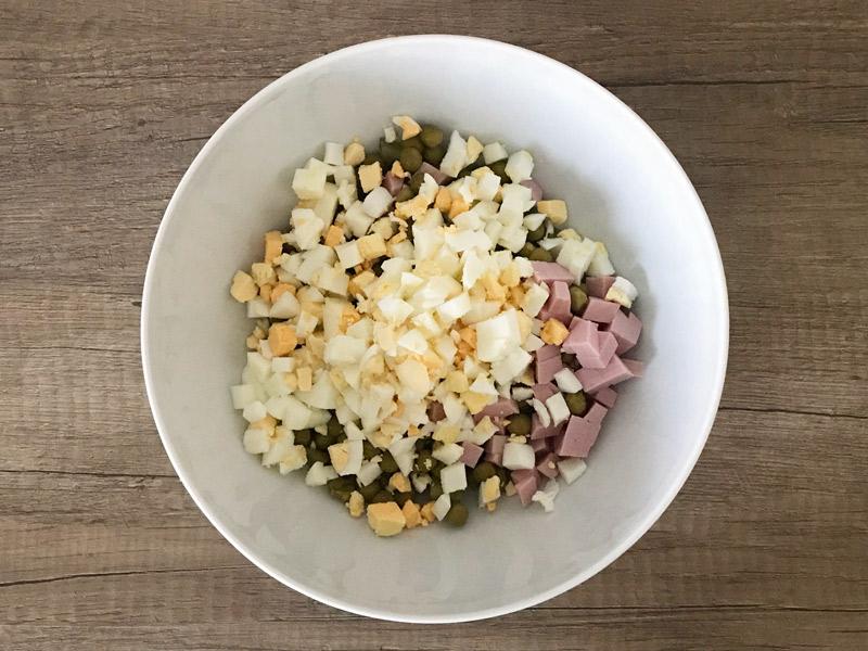 Salatalık sosis-bezelye-yumurta