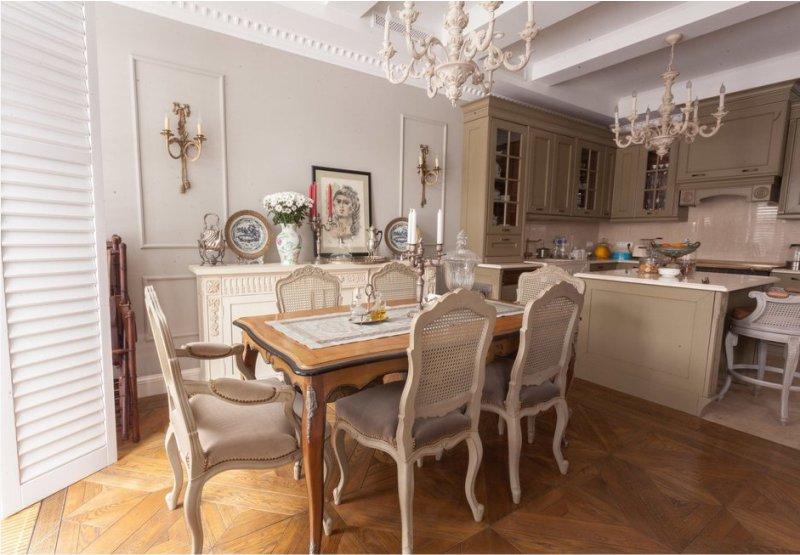 Klasiska olīvu virtuve ar vieglām sienām