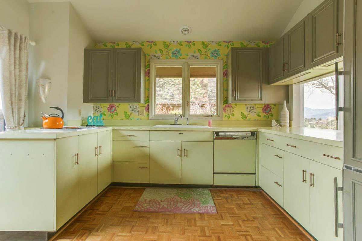 Vienkrāsas virtuve olīvu krāsās