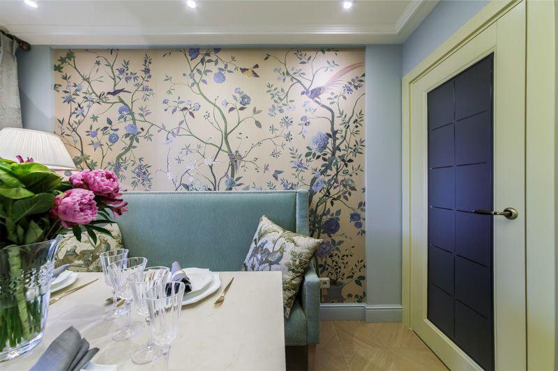 Mutfağın iç duvarları renginde döşeme kaide