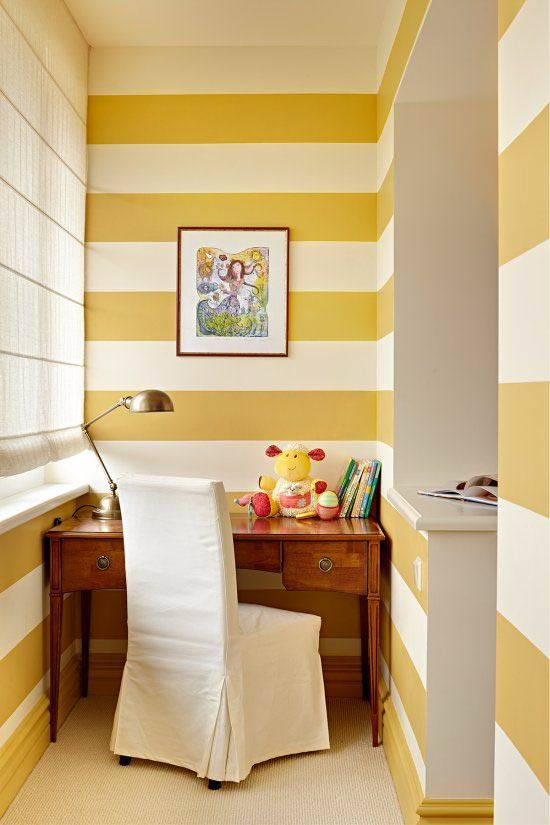 Duvar renginde bir zemin için kaide