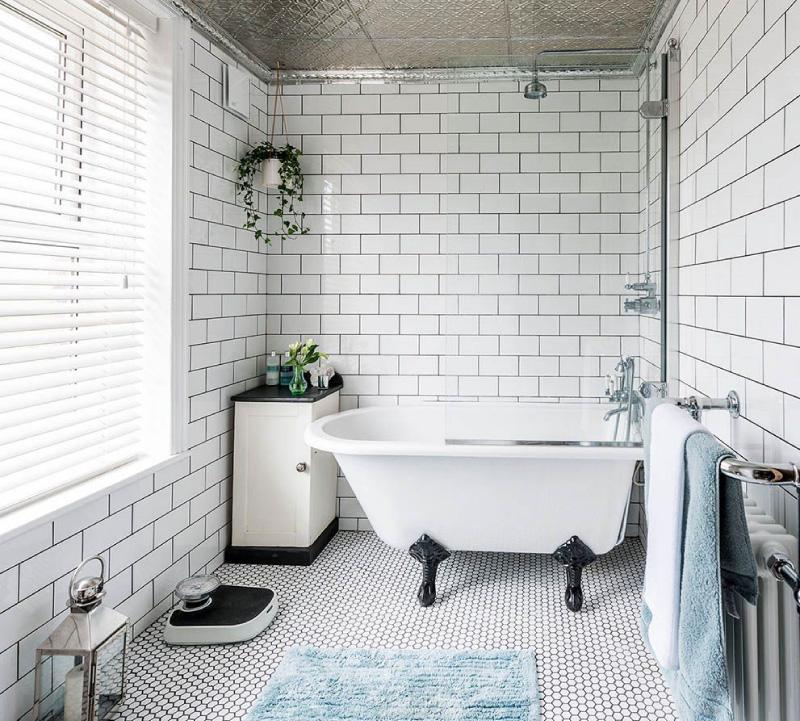 Coulis de contraste dans la salle de bain