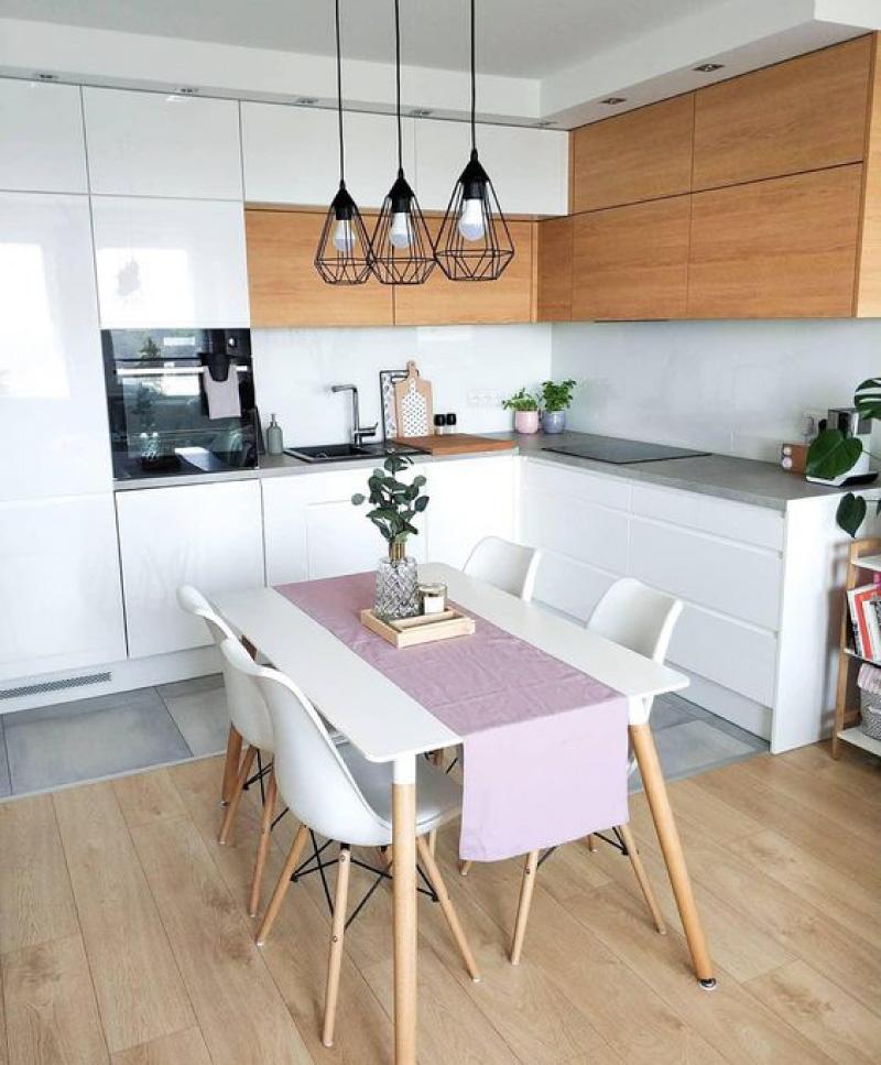 Keittiö, jossa yhdistetty lattia ja kynnys