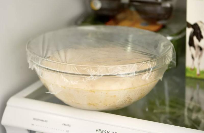 Ζύμη πίτσας στο ψυγείο